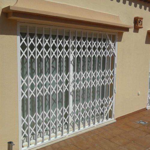 Hnos Cortes Ruiz - Carpintería de Aluminio, PVC y Cristal en Málaga, Fuengirola y Mijas. Puertas de Seguridad.