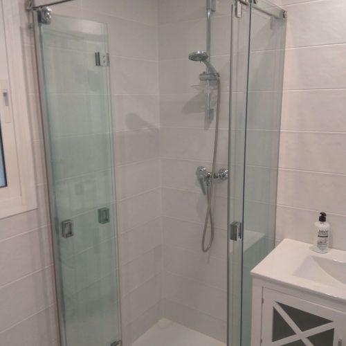 Hnos Cortes Ruiz - Carpintería de Aluminio, PVC y Cristal en Málaga, Fuengirola y Mijas. Mamparas de baño.